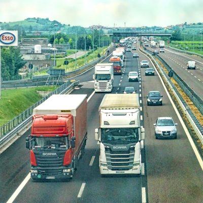 Camion-per-Trasporto-merci