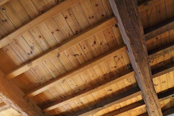 Come posso evitare condensa sottotetto in legno