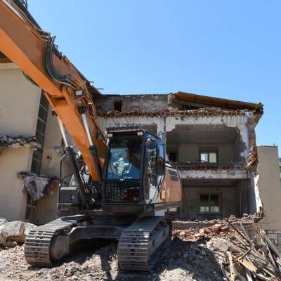 Demolizione e Ricostruzione di una casa in legno